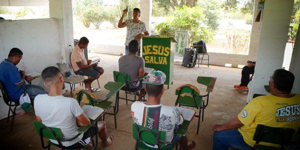 "Tiago teaching ""Jesus Transforms"" project in Carpina"