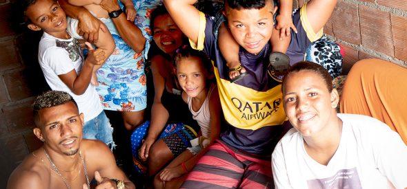 Roseane (rear center), with LtoR Jon, Bruno, grandson Brayan, Adriele, Sara, José com Adriele's boy Michael, Andreza